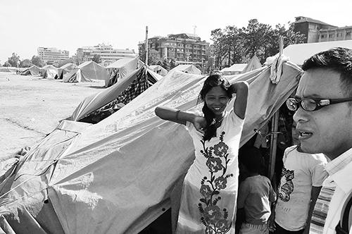 ネパール地震カトマンズ郊外の避難テント