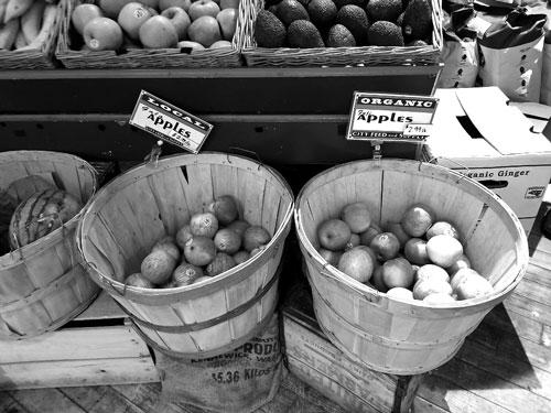 品種は異なるがオーガニックとローカルのりんごの単価が同じ