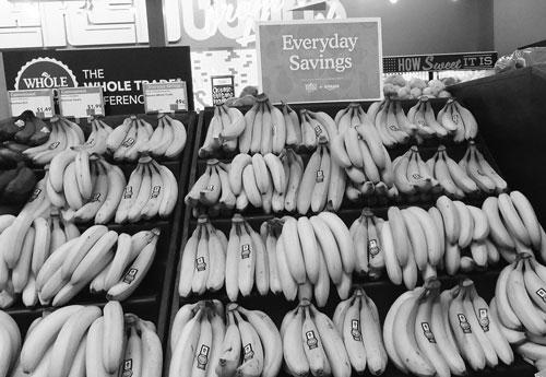 ホールフーズ・マーケットにおける低価格を訴求するバナナ