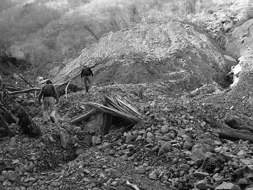 山腹崩壊│土砂で埋まった谷