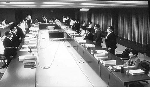 大阪市を廃止する「特別区設置協定書」の採決の場面(2020年6月19日、第35回法定協議会にて)。