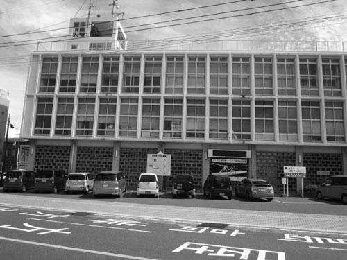 垂水市役所現庁舍。写真は筆者提供。